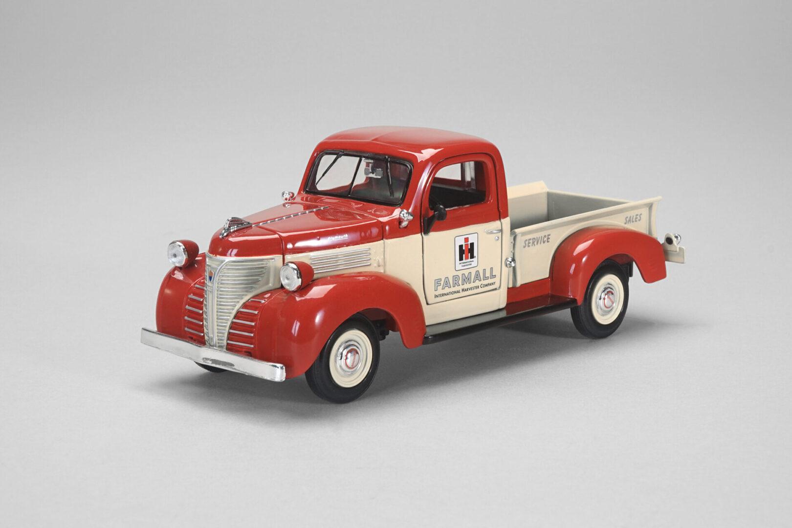 zjd-1858-1-24-farmall-1941-plymouth-pickup